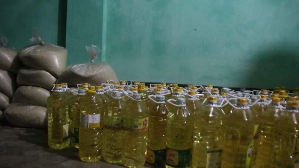 পাহাড়পুরের কচুয়ামুড়া গ্রামে ১২০ পরিবার পেল খাদ্য সামগ্রী